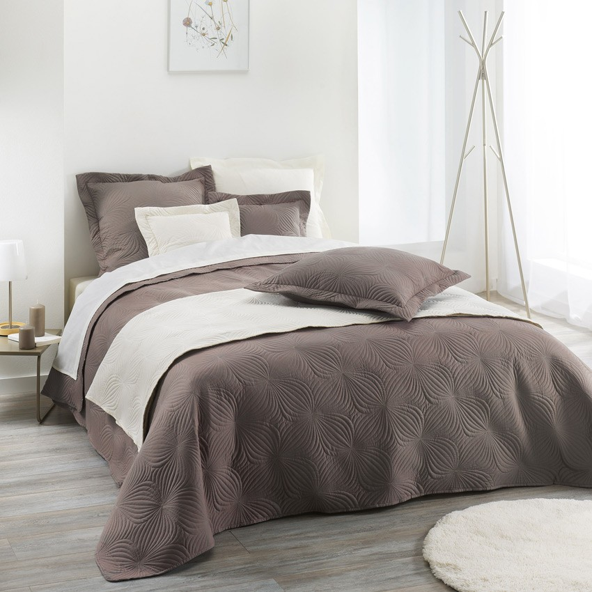 couvre lit florencia taupe. Black Bedroom Furniture Sets. Home Design Ideas