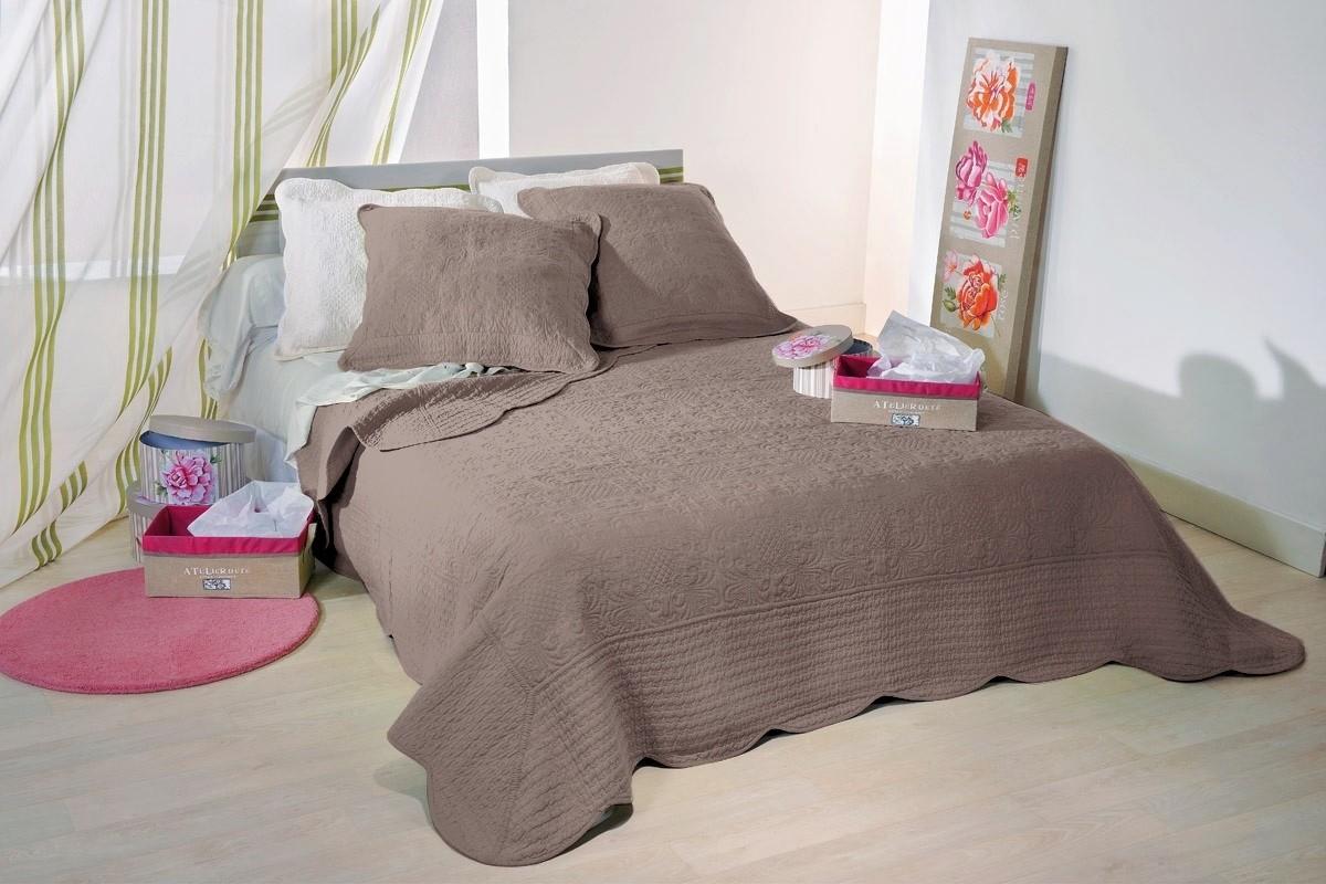 couvre lit lutece taupe. Black Bedroom Furniture Sets. Home Design Ideas