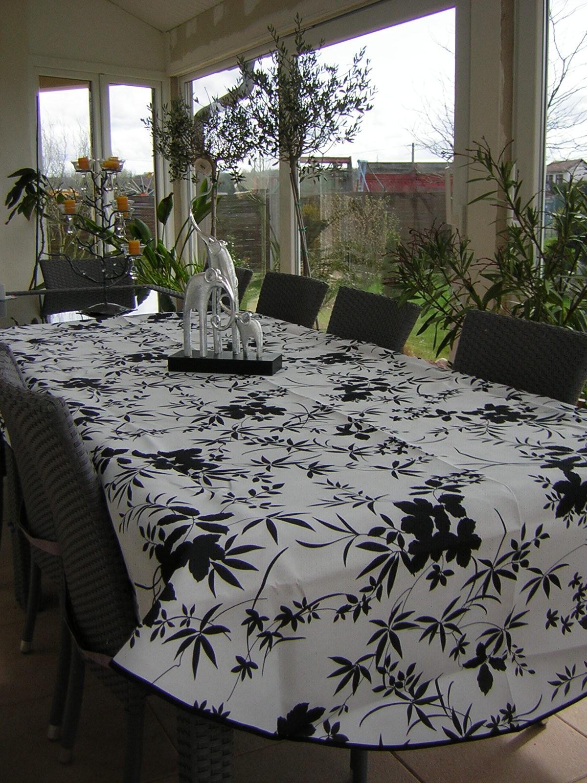 nappe ovale floralie blanc noir. Black Bedroom Furniture Sets. Home Design Ideas